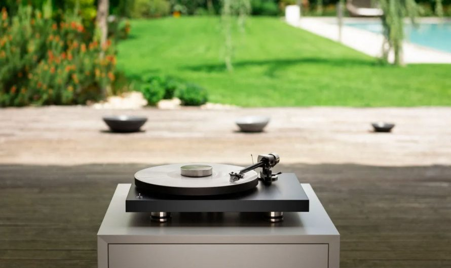 Pro-Ject Debut Pro Turntable